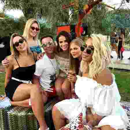 Rafaella Santos (à direita), com Carol Dantas, Bruna Marquezine, Luísa Sonza e Matheus Mazzafera - Reprodução/Instagram/matmazzafera