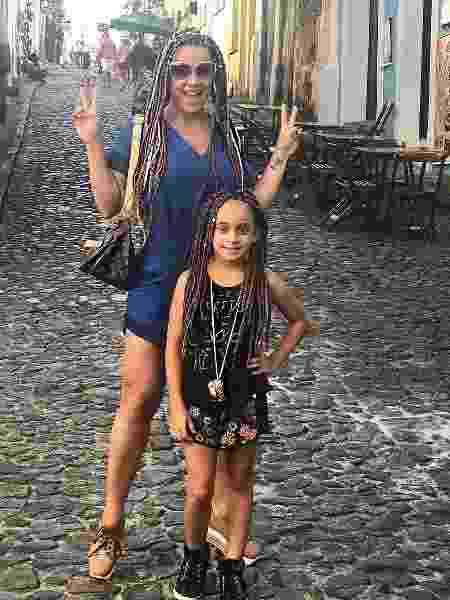 Scheila Carvalho muda visual e posa ao lado de filha - Reprodução/Instagram