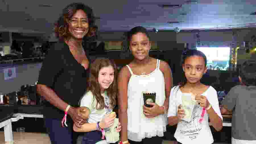 Gloria Maria leva as filhas Maria, Laura e uma amiga para curtirem o Baile da Favoritinha no Rio - Reginaldo Teixeira/CS Eventos Divulgacao