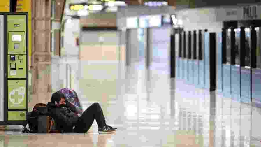 Aeroporto de Barajas, em Madri, na Espanha, vazio em um sábado devido à pandemia do coronavírus - Getty Images