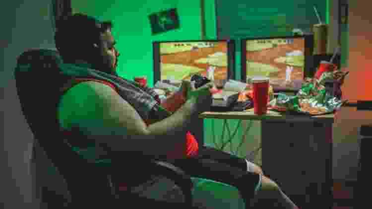 Videogame em excesso pode trazer uma série de complicações para a saúde - iStock - iStock