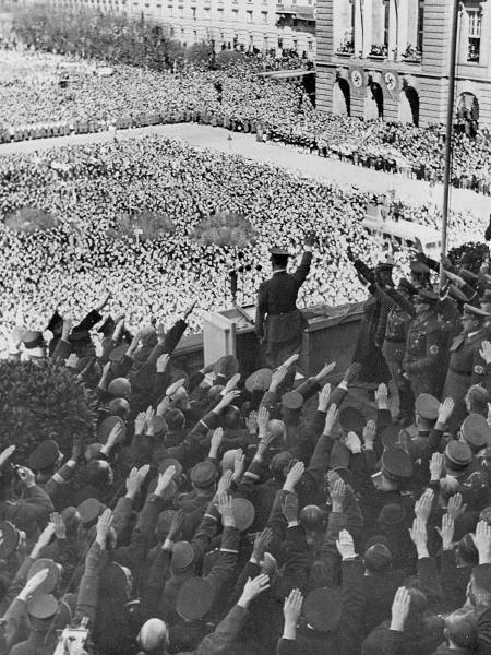 Adolf Hitler em 15 de março de 1938: dia do discurso - ullstein bild via Getty Images