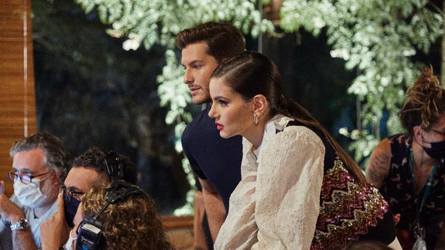 "Camila Queiroz e Klebber Toledo nos bastidores de ""Casamento às Cegas"" - Alisson Louback / Netflix"