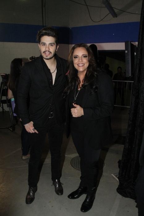 1.set.2015 - Luan Santana posa com Ana Carolina