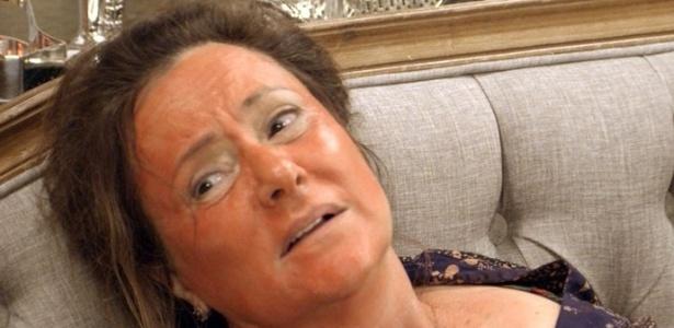 Cunegundes (Elizabeth Savalla) tem crise alérgica após comer lagosta - Reprodução/TV Globo
