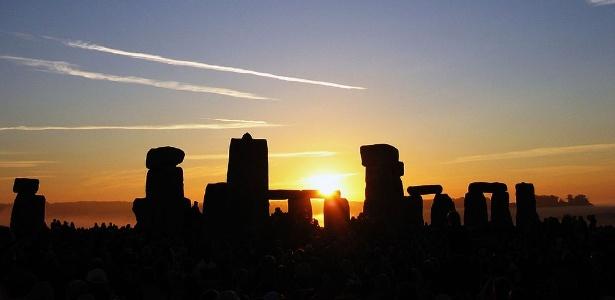 O solstício de verão é um dos melhores momentos para estar em Stonehenge - Andrew Dunn/Creative Commons