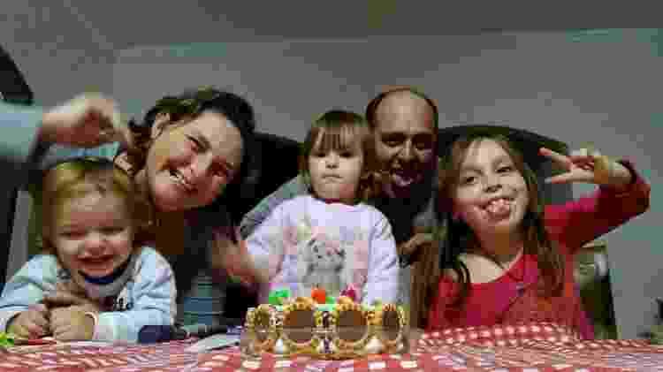 Luciana Lopes Espíndola e a família - Arquivo pessoal - Arquivo pessoal