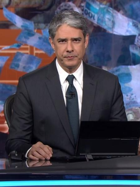 """William Bonner volta ao """"Jornal Nacional"""" após quebrar o pé e se afastar durante uma semana - Reprodução/TV Globo"""