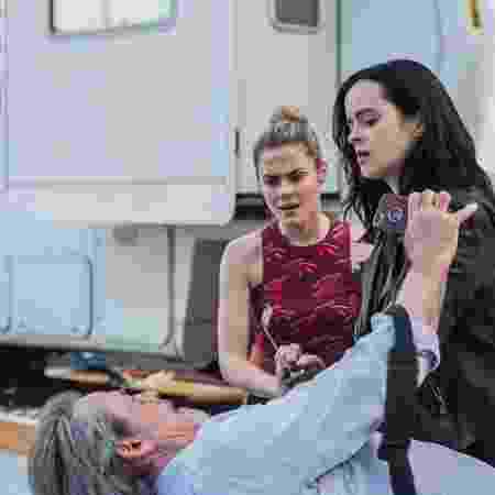 """Jessica (Krysten Ritter) confronta homem em cena da segunda temporada de """"Jessica Jones"""" - Divulgação/Netflix - Divulgação/Netflix"""