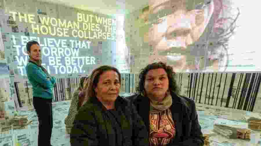 A diretora Bia Lessa (à esq.), Maria Alice Vieira e Gilmara Cunha na instalação Cicatriz, exibida no festival Mulheres do Mundo, em Londres - Andre Camara