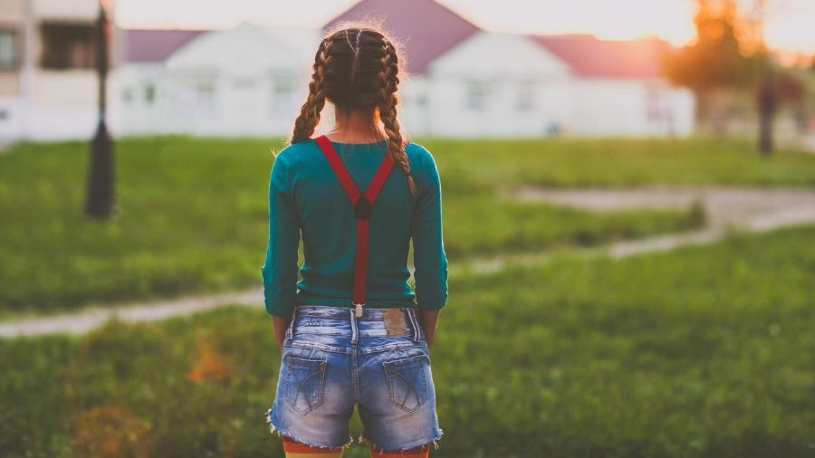 Isabella Pieri perdeu a mãe há dois anos e o pai sentia dificuldades de cuidar dos cabelos da filha - Getty Images
