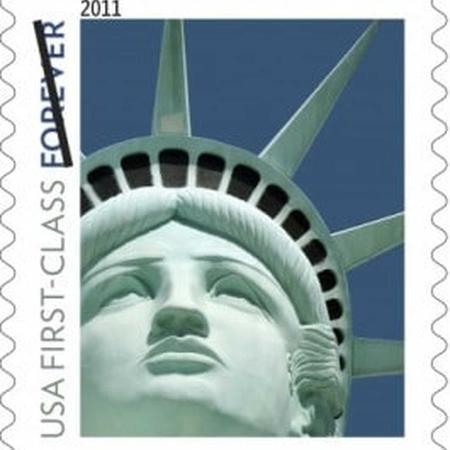 Selo comemorativo mostra réplica da Estátua da Liberdade, e não escultura original de Nova York - Reprodução