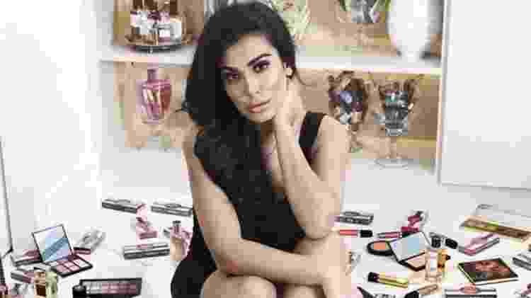 Huda Kattan lançou a marca Huda Beauty em 2013 e hoje ela vale R$ 3,9 bilhões - Huda Beauty - Huda Beauty