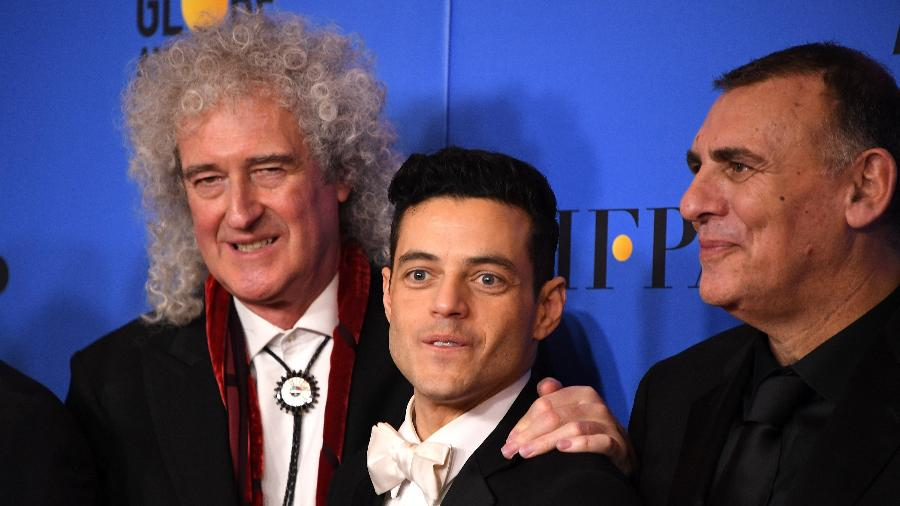Brian May, guitarrista do Queen, posa com o ator Rami Malek - Mark Ralston/AFP