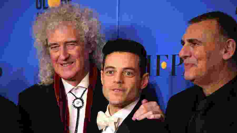 "Brian May, guitarrista do Queen, posa com o ator Rami Malek, que interpreta o vocalista Freddie Mercury em ""Bohemian Rhapsody"" - Mark Ralston/AFP"