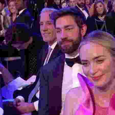Timothée Chalamet é pego distraído durante o SAG Awards - Reprodução/Twitter