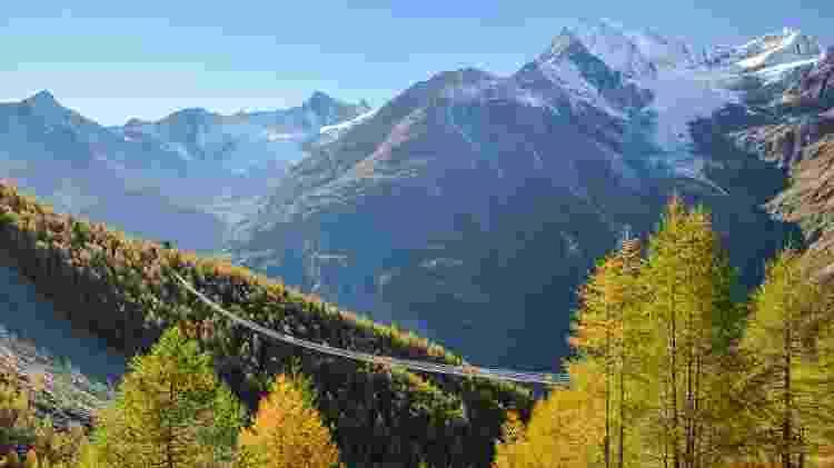 A ponte Charles Kuonen, na Suíça, se estende por quase 500 metros - Michal Stipek/Getty Images/iStockphoto
