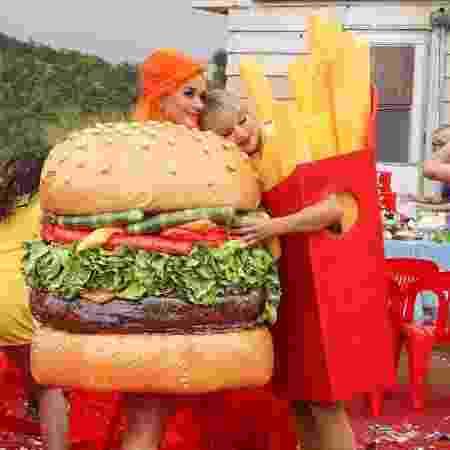 Katy Perry e Taylor Swift se abraçam no clipe de You Need To Calm Down - Reprodução/Instagram