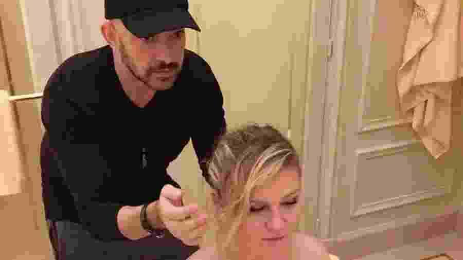 Carlos Ferraz, 53, é hairstylist em Londres há 23 anos e já trabalhou também com Kirsten Dunst, Shailenne Woodley e Claire Foy - Arquivo Pessoal