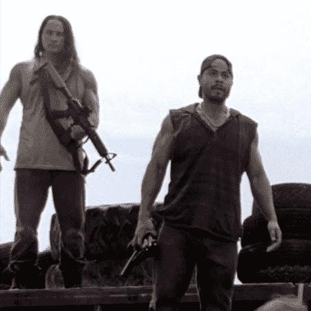 Dango Nguyen (à esquerda) em cena de The Walking Dead - Reprodução - Reprodução