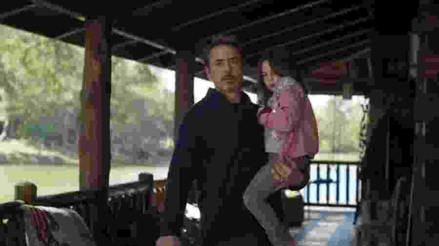 Tony Stark com Morgan ainda criança em cena de Vingadores: Ultimato - Reprodução/Marvel