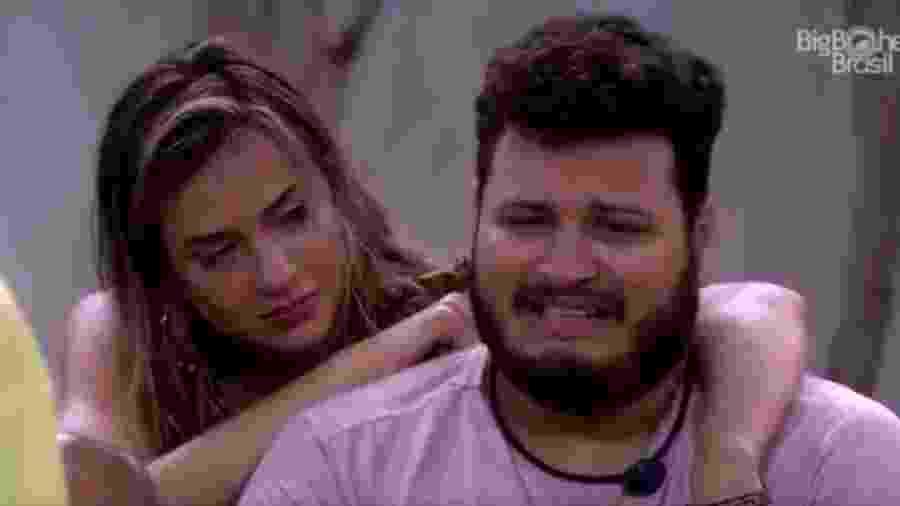 Victor Hugo chora durante roda de louvor no BBB 20 - Reprodução/Globoplay