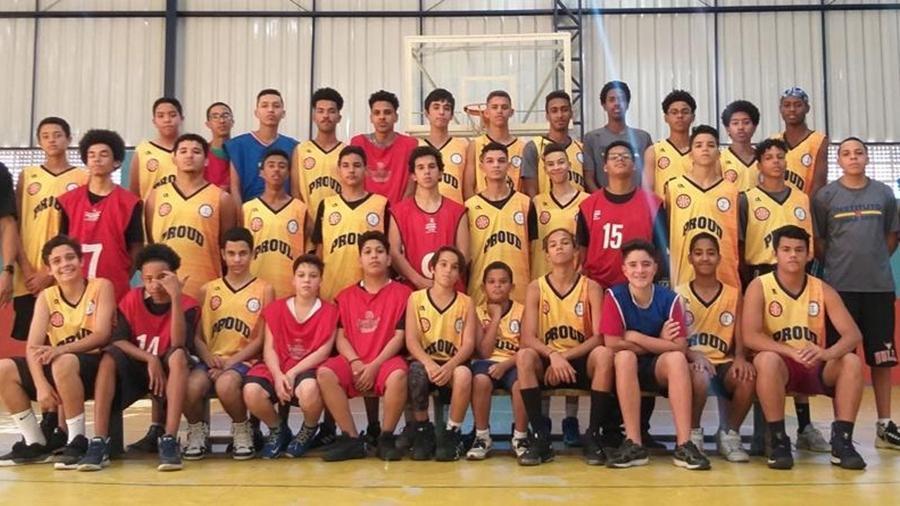 Jovens que participam do Drible Certo, instituto esportivo social que leva basquete para jovens das periferias de São Paulo - Arquivo Pessoal