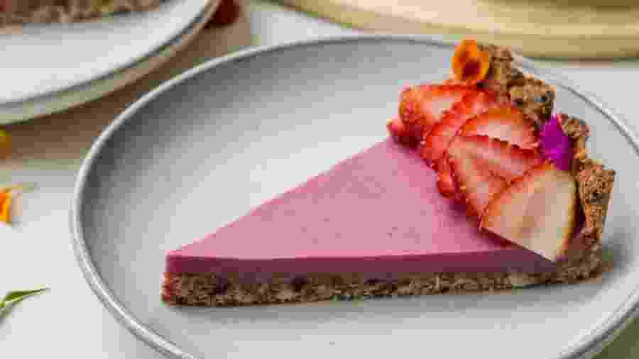 Torta de morango: fruta acrescenta sabor e ainda deixa o doce mais bonito - Divulgação
