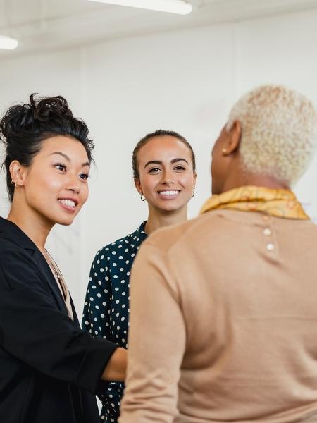 """Para librianos, vale mediar relações e criar conexões; o verbo é """"equilibrar"""" - SolStock/Getty Images"""