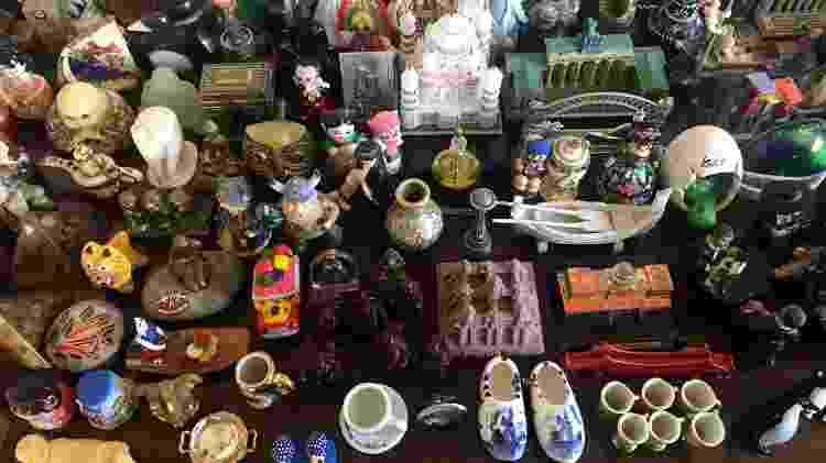 A coleção de miniaturas de várias viagens pelo mundo de Lucilia Abreu Allevato - Arquivo pessoal - Arquivo pessoal