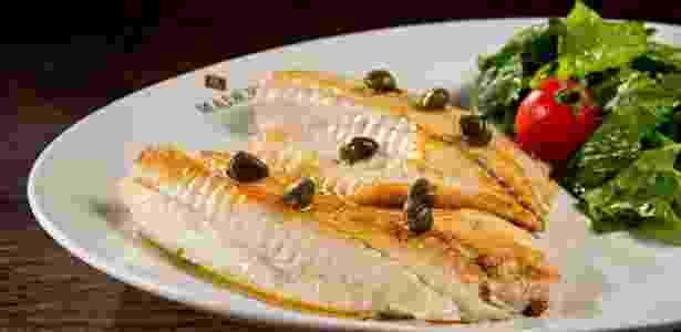 """Outro prato com peixe é o """"Filé de Tilápia com fio de azeite de Oliva"""" do Madero Steak House (avenida Nossa Senhora da Luz, 2521, Jardim Social). O prato, vendido a R$ 37, pode acompanhar Fettuccine Integral com molho pesto, arroz branco ou salada. Mais informações pelo site www.restaurantemadero.com.br e pelo telefone (41) 3079-1700 - Divulgação/Nilo Biazzetto Neto - Divulgação/Nilo Biazzetto Neto"""