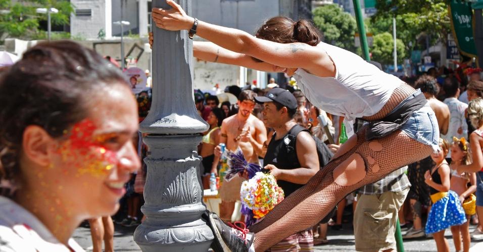 Foliões se reúnem na manhã de domingo (31) para curtir o Bloco do Boitatá