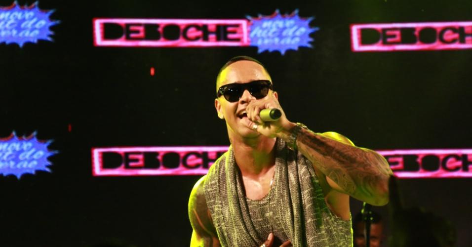 """5.fev.2015 -  Léo Santana comandou o primeiro show do Cerveja & Cia, no Carnaval de Salvador, na madrugada desta sexta-feira. O cantor animou ao público ao cantar hits como """"Deboche"""", """"Abana"""" e """"Negro lindo"""""""