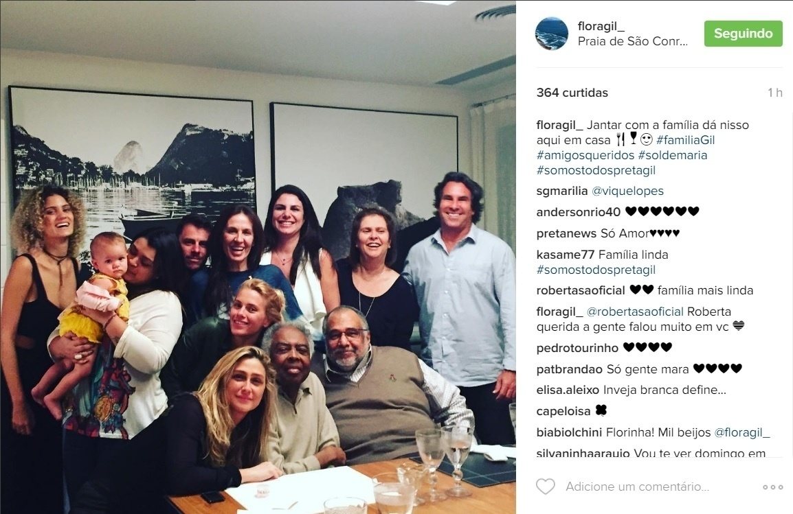 28.jul.2016 - Vítima de ataques racistas na internet, Preta Gil recebeu o carinho de familiares e amigos e familiares como a atriz Carolina Dieckmann e a diretora Amora Mautner em sua casa na Zona Sul do Rio.