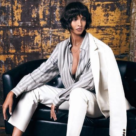 """A modelo Lais Ribeiro exibe fios curtíssimos na edição mexicana da revista """"Vogue"""" - Reprodução/Vogue"""