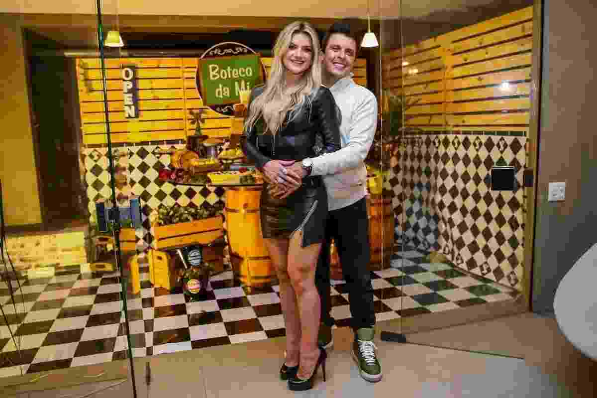 Mirella Santos posa com o marido, o humorista Ceará - Manuela Scarpa/Brazil News