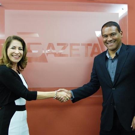 Marines Rodrigues, superintendente de Programação da TV Gazeta, e o novo comentarista da emissora, Müller - Ricardo Nóbrega / Divulgação