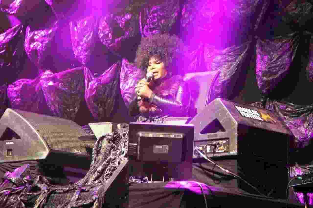 Elza Soares durante apresentação no Roskilde nesta quinta (29) - Felipe Branco Cruz/UOL
