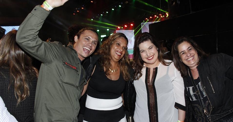 15.jul.2017 - Os atores Silvero Pereira e Mariana Xavier curtem show de Simone e Simaria no Rio