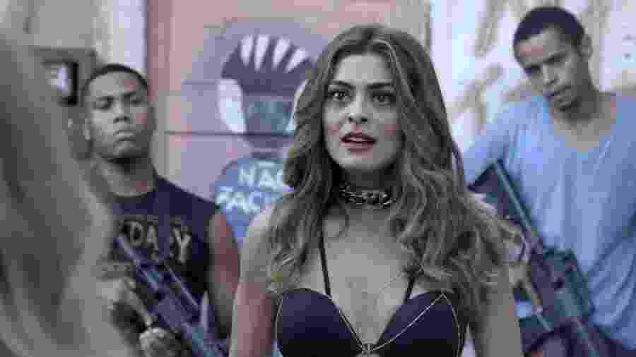 """Bibi (Juliana Paes) se surpreende com seguranças da rival em """"A Força do Querer"""" - Reprodução/GShow"""