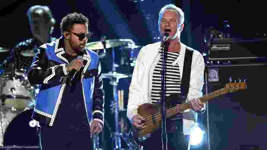 Shaggy e Sting se apresentam no palco do Grammy 2018 - Getty Images
