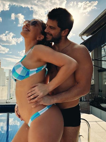 Duda Nagle faz carinho na barriga de cinco meses de Sabrina Sato - Reprodução/Instagram/@dudanagle