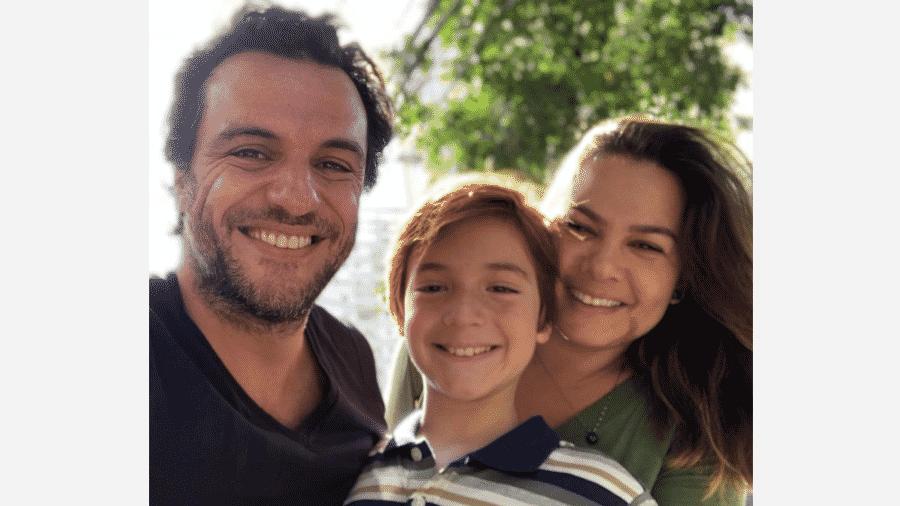 Rodrigo Lombardi com a mulher, Betty Baumgarten, e o filho, Rafael  - Reprodução/Instgram
