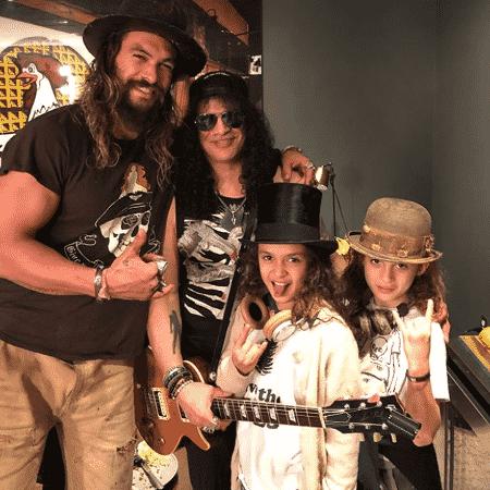 Jason Momoa e os filhos tietam o guitarrista Slash - Reprodução/Instagram - Reprodução/Instagram