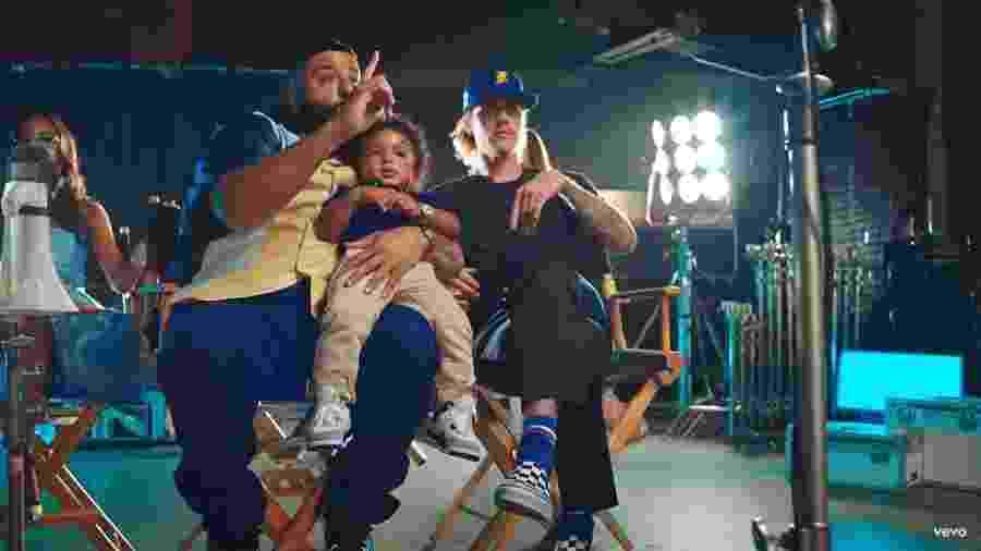 """Dj Khaled, Asahd Khaled e Justin Bieber em cena do clipe """"No Brainer"""" - Reprodução/YouTube"""