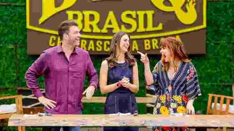 "Carlos Bertolazzi, Chris Flores e Danielle Dahuoi no ""BBQ Brasil"" - Gabriel Cardoso/SBT - Gabriel Cardoso/SBT"