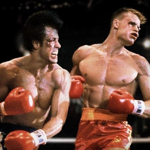 """Rocky Balboa (Sylvester Stallone) enfrenta Ivan Drago (Dolph Lundgren) em """"Rocky 4"""""""
