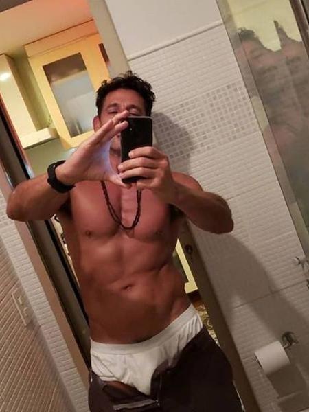 """Tuca Andrada entra em """"O Sétimo Guardião"""" para interpretar Mattoso, o homem misterioso que mexe com a beata Mirtes (Elizabeth Savala) - Reprodução/Facebook"""