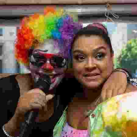 Preta Gil com Ludmilla, que foi fantasiada de palhaço - Douglas Shineidr/UOL