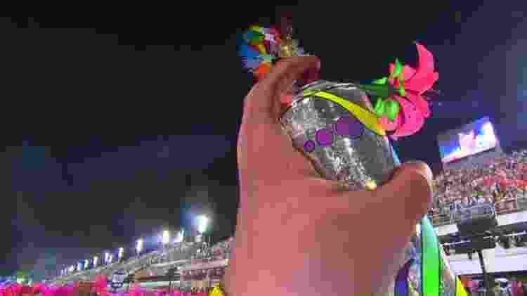 Spray gigante no desfile da Grande Rio - Reprodução/Globoplay